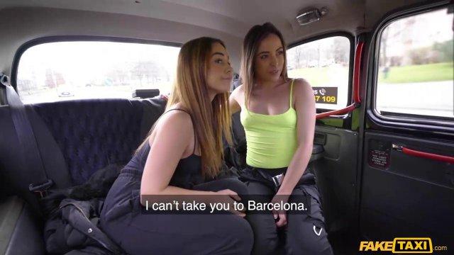 Двух сексуальных телочек развел на страстный секс в машине таксист