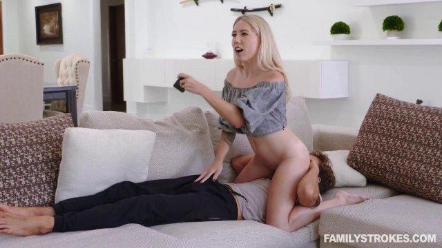 Две развратные красотки позвали в гости одногруппника для страстного секса втроем