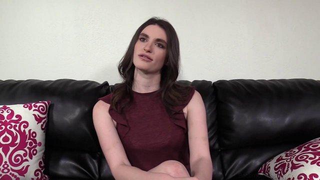 Пришла устраиваться на должность секретарши, но была жестко оттрахана