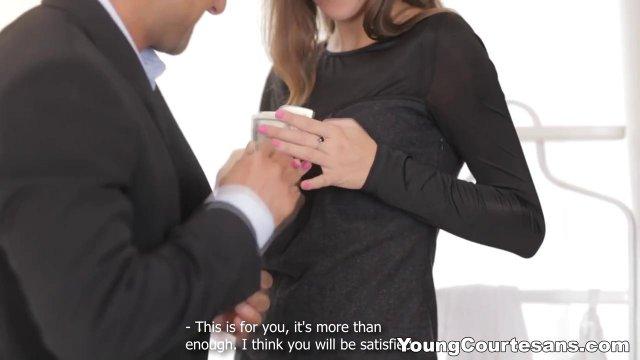Бизнесмен ловко таранит бритую щель любовницы сочным хреном